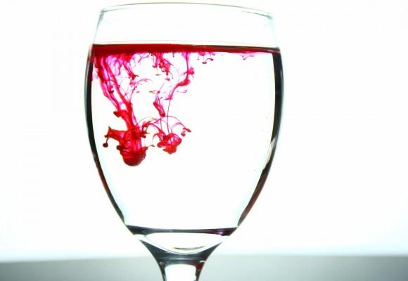 Los 4 Trucos para quitar manchas de Vino tinto